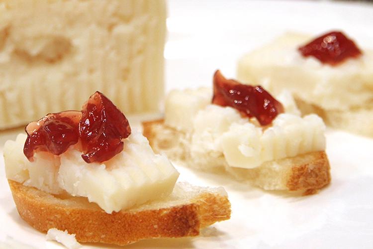 【まろやか酸味とコク!】山羊ミルクのチーズ(カプリン/カブラ)ホールの画像