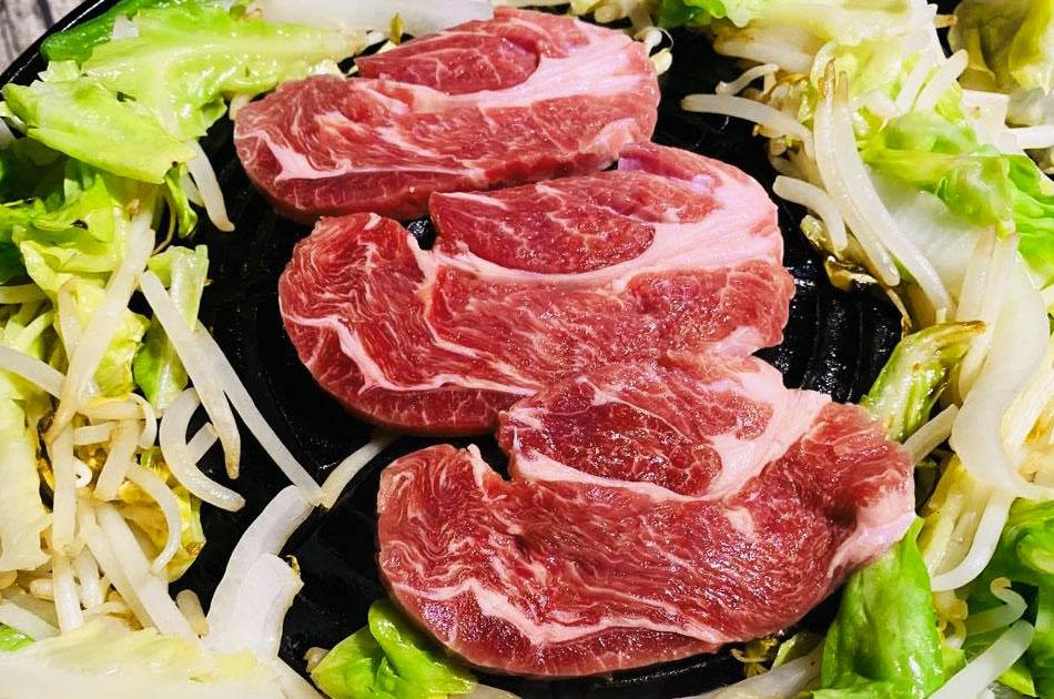 【肉の旨味たっぷりジューシー】ラム肩ロース(ブロック1本)の画像