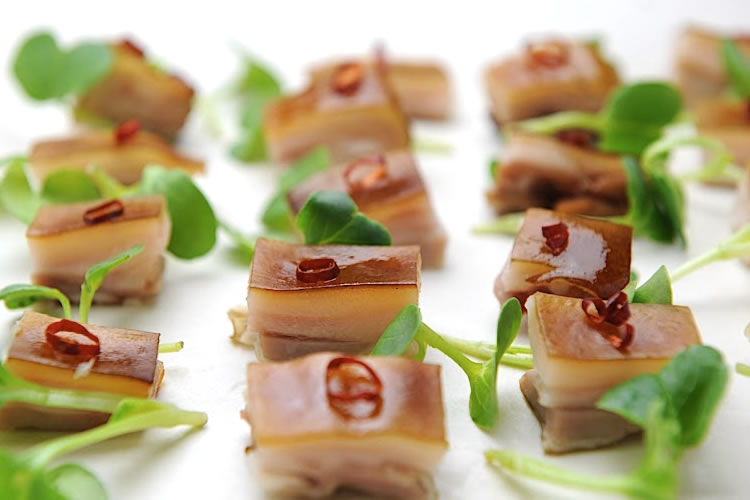 【そのまま美味しい仔豚の丸焼き!】イベリコ純血仔豚の照焼き(一頭約4kg)の画像