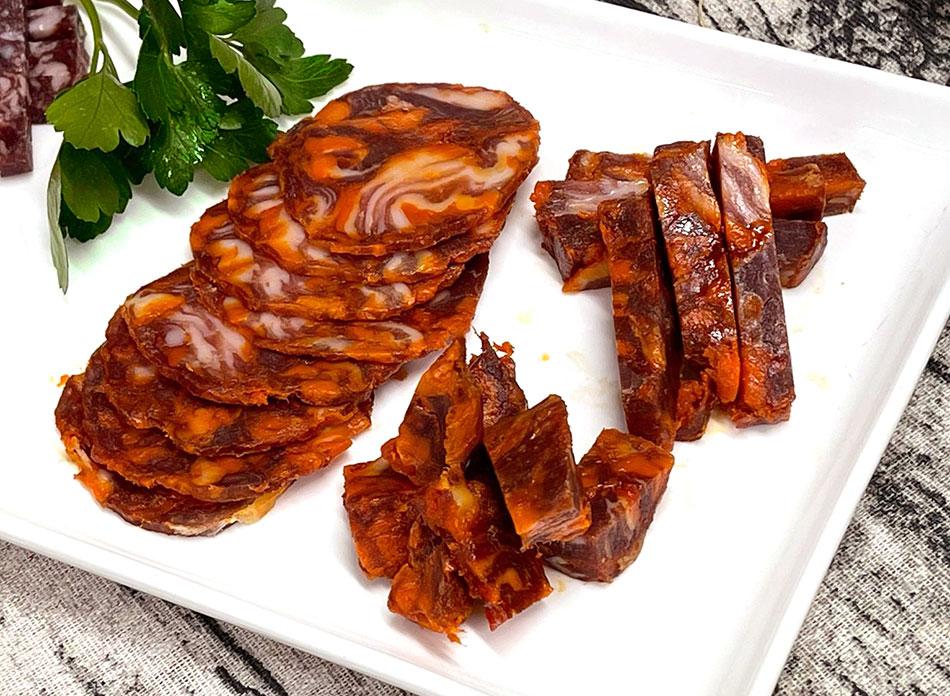 【使いやすいミニカットタイプ!】チョリソー・ベジョータ(粗挽きイベリコ豚のパプリカ風味熟成生サラミ)の画像