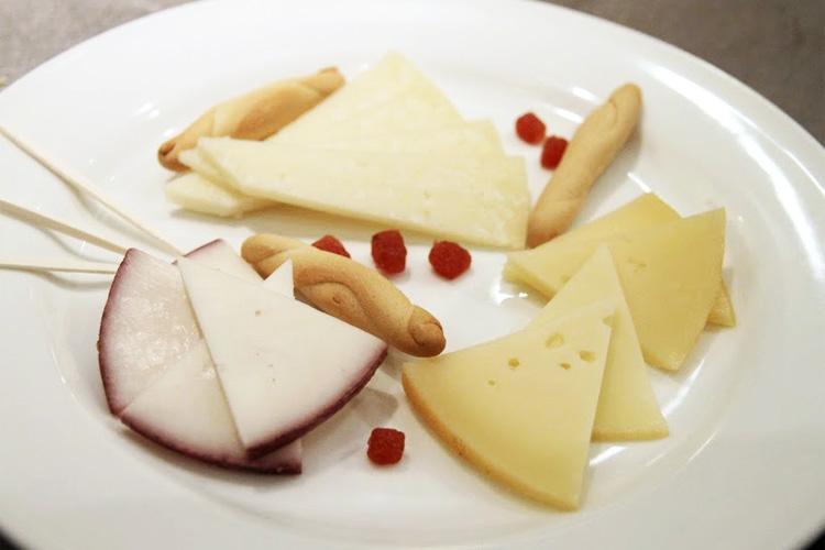 アルバラシンチーズの盛り合わせ